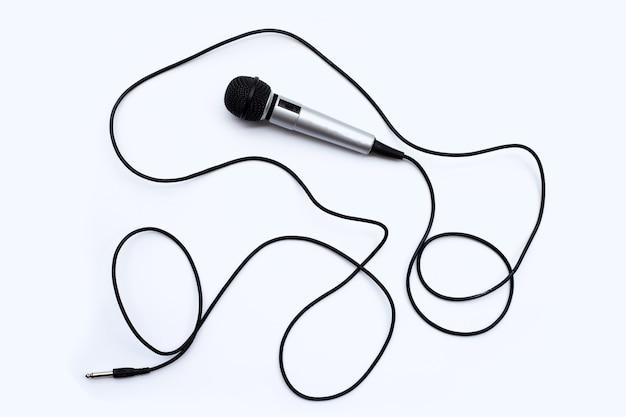 Microfone em fundo branco. vista do topo