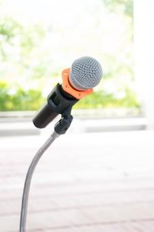Microfone em pé