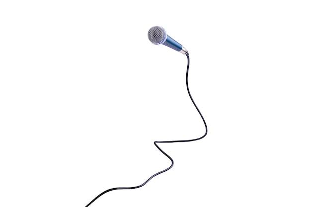 Microfone isolado em branco