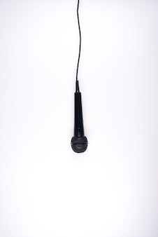 Microfone isolado no fundo branco