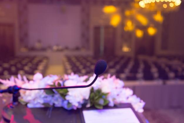 Microfone na sala de reunião para uma conferência.