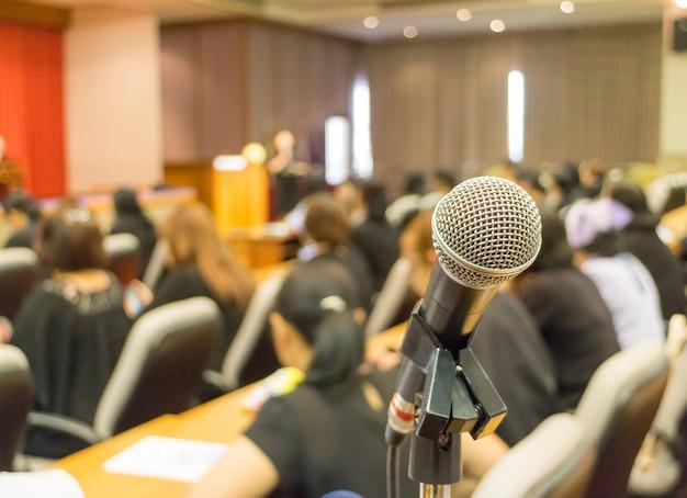 Microfone na sala de reuniões