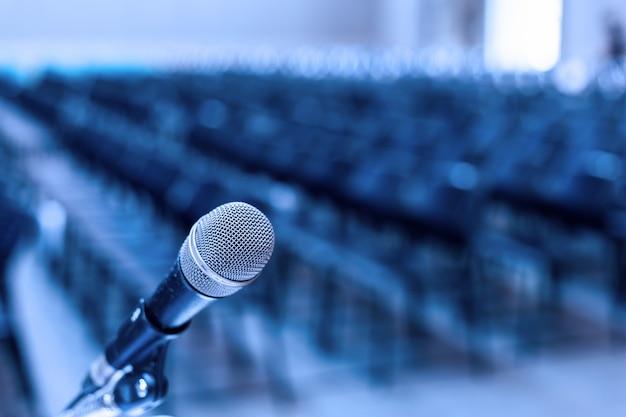 Microfone na sala de seminário