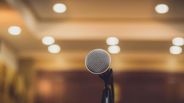 Microfone na sala de seminários