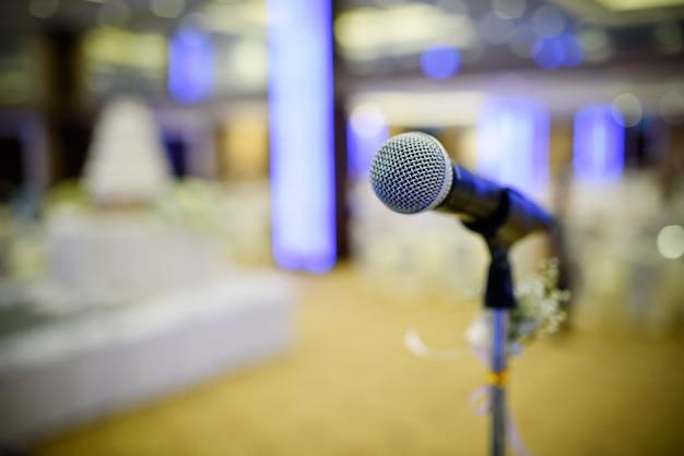 Microfone no palco, alto-falante, conferência