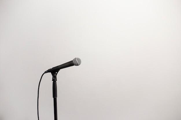 Microfone para direita com um fio