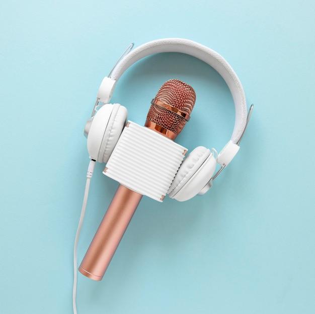 Microfone plano com fones de ouvido