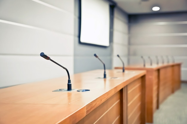 Microfone profissional na sala de reunião