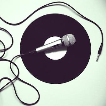 Microfone registrado. música retro. festa de discoteca.
