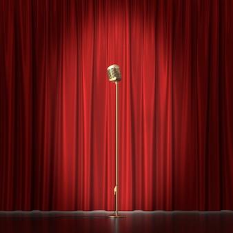 Microfone retrô de ouro no pano vermelho.