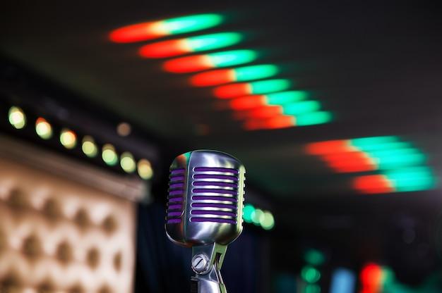 Microfone retrô em concerto
