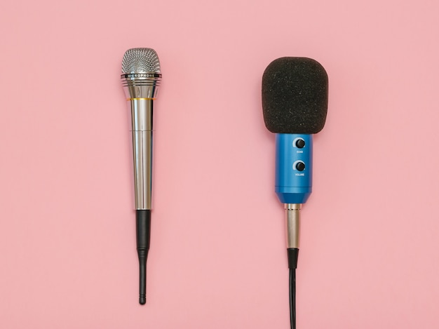 Microfone sem fio e microfone clássico com fio