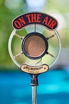 Microfone velho para podcasts
