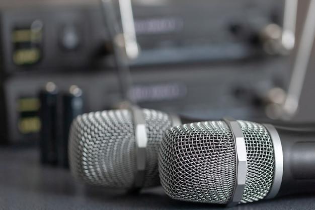 Microfones de rádio. sistema de transmissão de som sem fio.