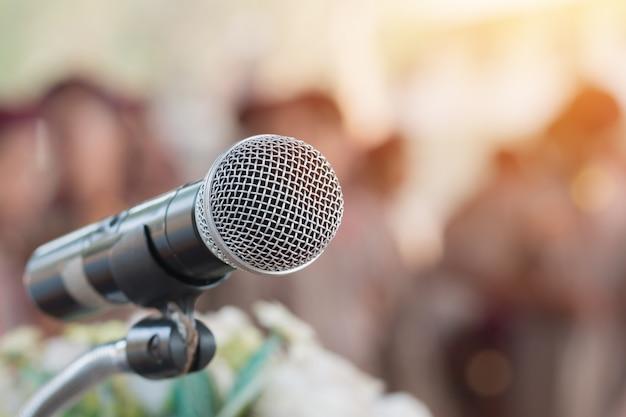 Microfones, ligado, abstratos, obscurecido, de, fala, em, seminário, sala, falando, conferência