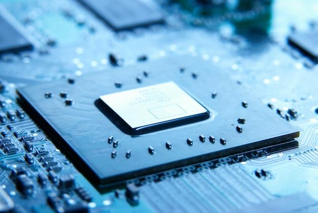 Microprocessador com fundo da placa-mãe. circuito de chip de placa de computador. conceito de hardware de microeletrônica.