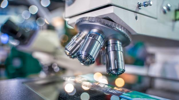Microscópio digital de laboratório