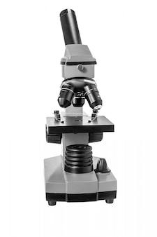 Microscópio isolado no branco