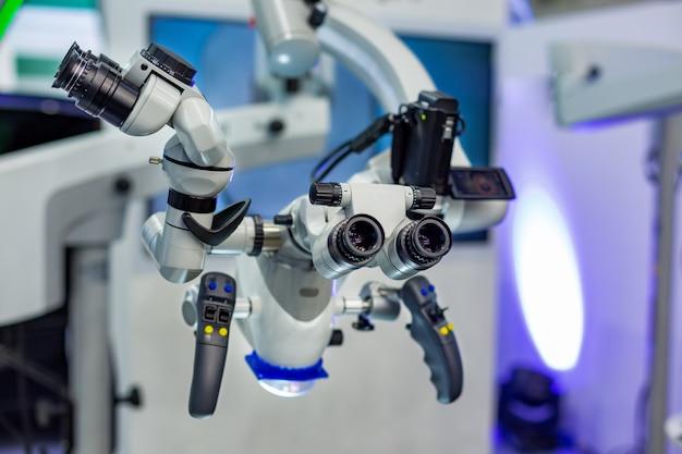 Microscópio odontológico