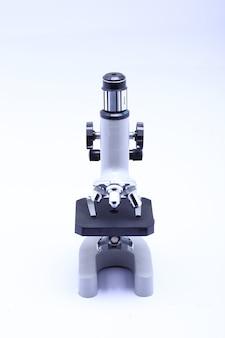 Microscópio para laboratório de cientistas e estudantes
