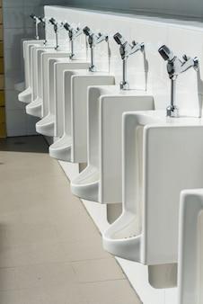Mictório no banheiro