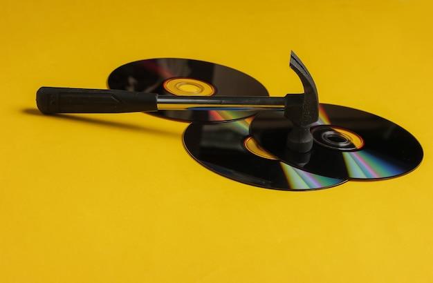 Mídia de armazenamento desatualizada hammer com discos de cd