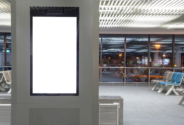 Mídia digital outdoor em branco no aeroporto