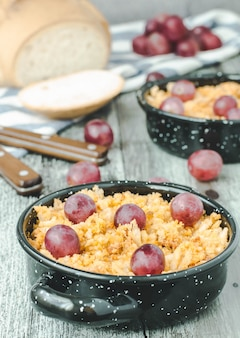 Migalhas, comida espanhola tradicional com uvas.