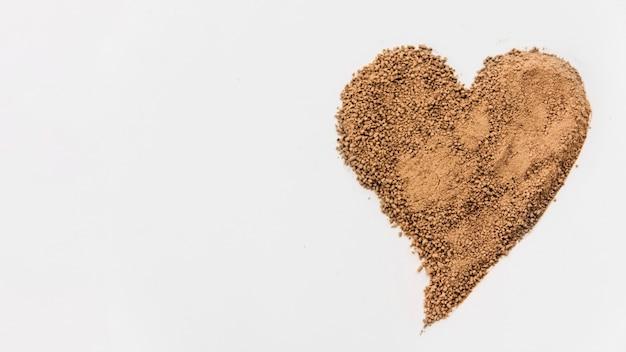 Migalhas de chocolate em forma de coração