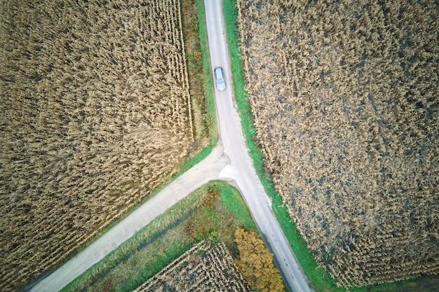Milharal e estradas de uma vista aérea
