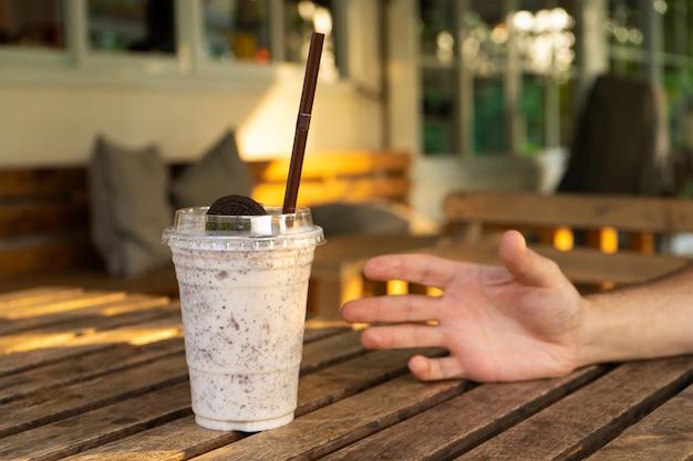 Milk-shake com sorvete e biscoitos