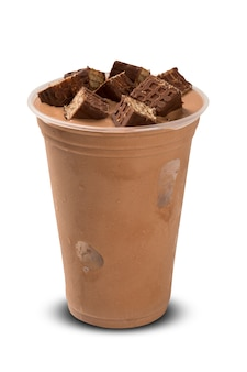 Milk shake de chocolate isolado no fundo branco