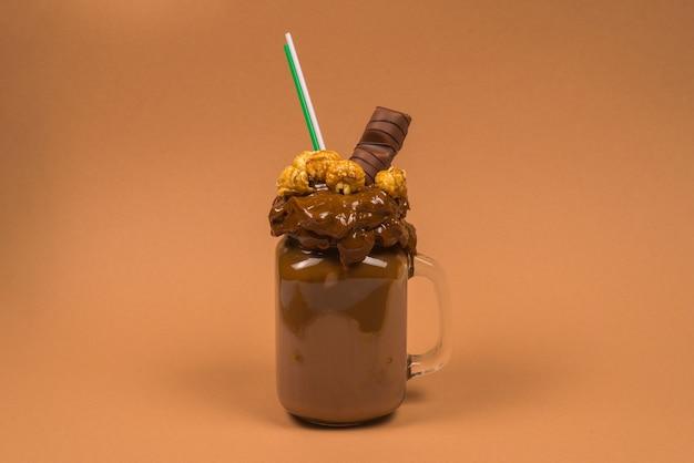 Milkshake de chocolate com chantilly