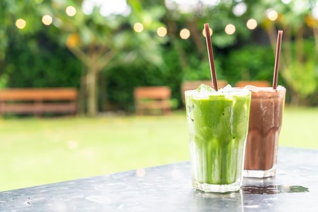 Milkshake de chocolate gelado e chá verde gelado com leite