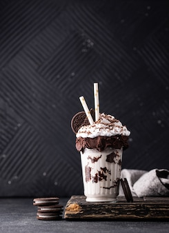 Milkshake doce com chantilly