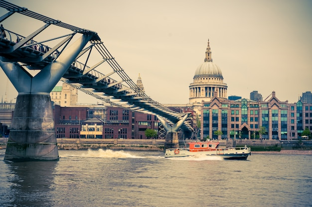 Millenium bridge e st. paul em londres