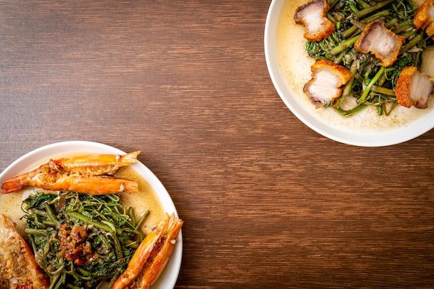 Mimosa de água frita com barriga de porco crocante e camarão do rio no prato
