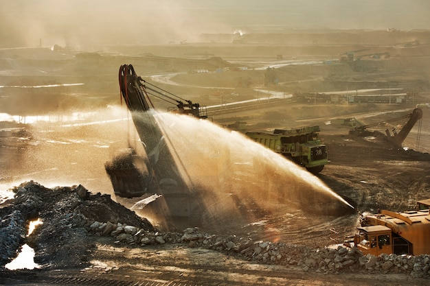 Mina de carvão é área de risco.muitos metais pesados liberados na mineração e queima de carvão