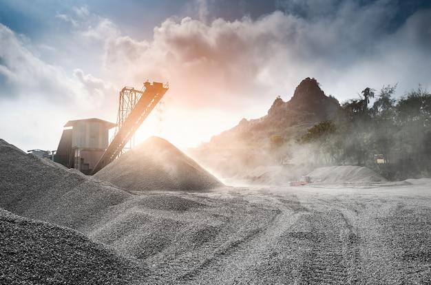 Mina de fosfato com moinho de processamento