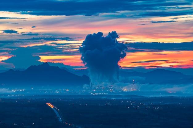 Mina de usina a carvão mae moh na tailândia.