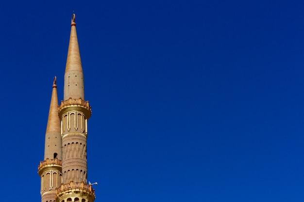 Minarete de ouro antigo