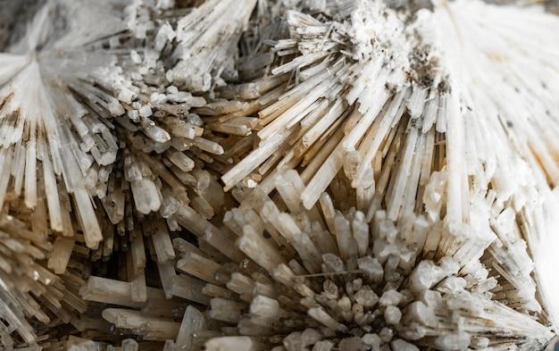 Mineral scolecite