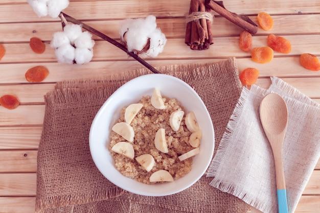Mingau de quinoa com banana