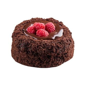 Mini bolo de framboesa com fondant de chocolate isolado