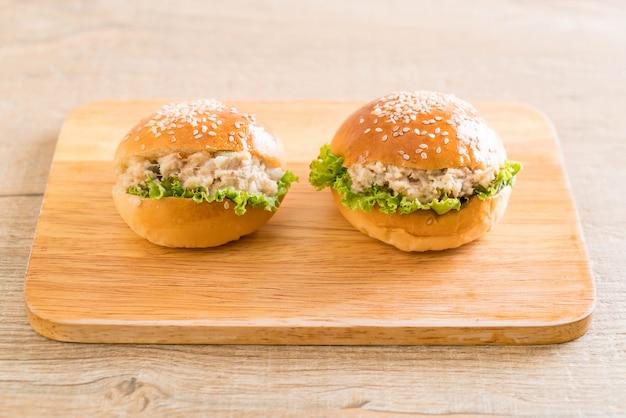 Mini hambúrguer de atum