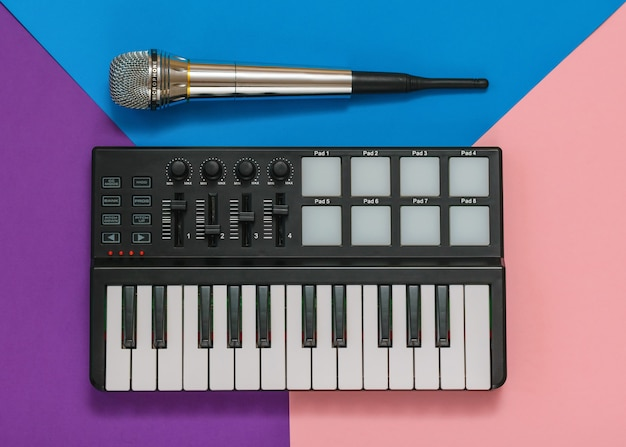 Mini misturador musical e microfone