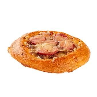 Mini pizza cantina russa isolada com salsichas
