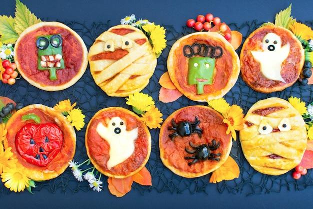 Mini pizza de halloween decorado com múmia fantasma aranhas zumbi abóbora engraçado comida maluca para crianças