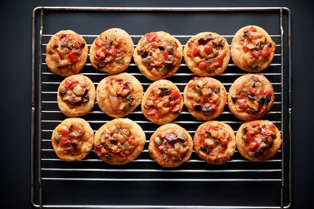 Mini pizzas acabadas de fazer ´ ocasiões