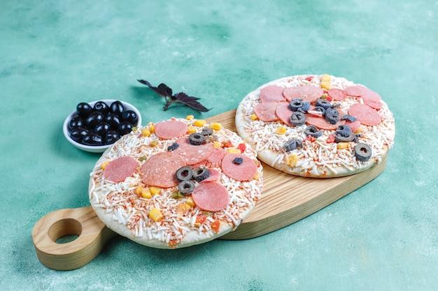 Mini pizzas congeladas caseiras frescas.